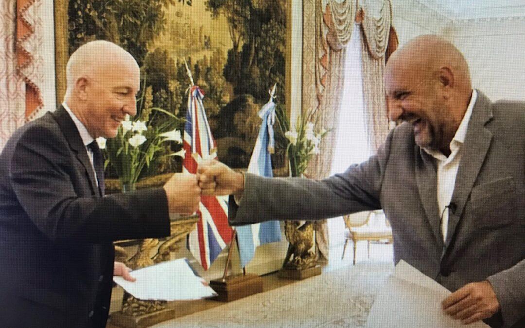 Gabriel «Puma» Goity y el Embajador Britanico Mark Kent graban la promo del Festival Shakespeare BA !